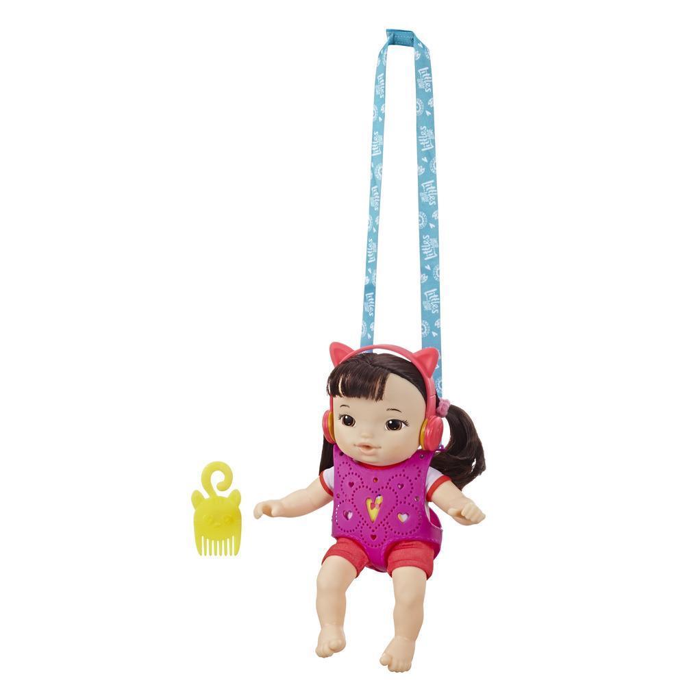 Baby Alive Little mit Babytrage, Little Iris, Puppe mit schwarzem Haar, Babytrage, Spielzeug für Kinder ab 3 Jahren