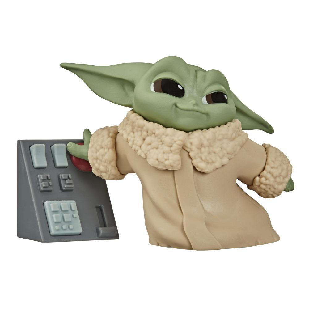 """Star Wars The Bounty Collection Series 2 The Child Collectible Toy 2.2-Inch """"Baby Yoda"""" Touching Buttons Pose Figure"""
