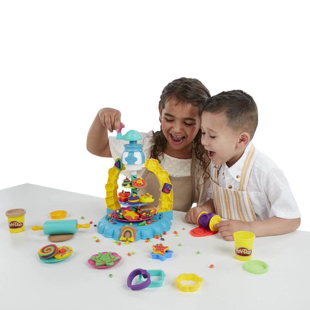 Play-Doh Kitchen Creations Sprinkle Cookie Surprise Set with 5 Non-Toxic Colors