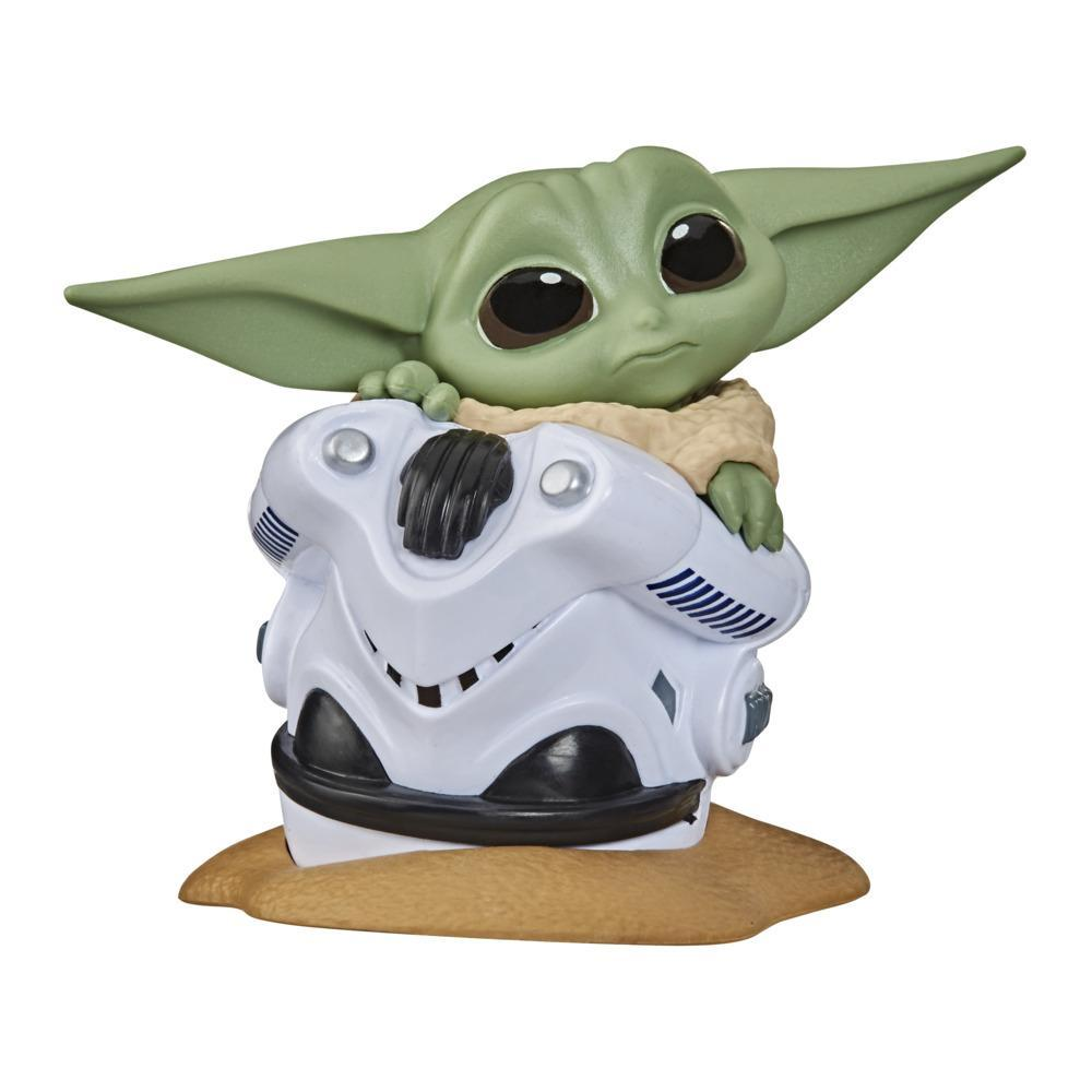 """Star Wars The Bounty Collection Series 2 The Child Collectible Toy 2.2-Inch """"Baby Yoda"""" Helmet Hiding Pose Figure"""