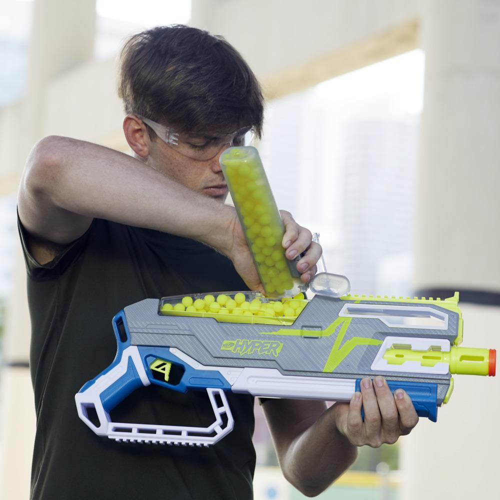 Nerf Hyper Siege-50 Pump-Action Blaster and 40 Nerf Hyper Rounds, 110 FPS Velocity, Easy Reload, 50- Round Capacity