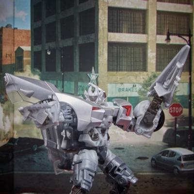 Transformers Estudio Series 29 - Figura de acción de Sideswipe clase de lujo de Transformers: El lado oscuro de la luna