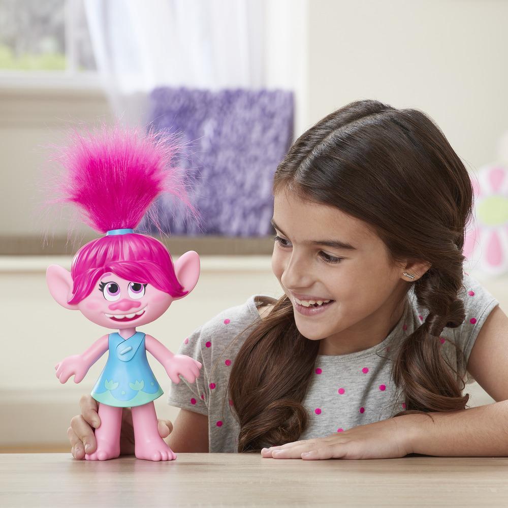 DreamWorks Trolls World Tour - Poppy Superestrella - Figura de Poppy que canta Trolls Just Want to Have Fun