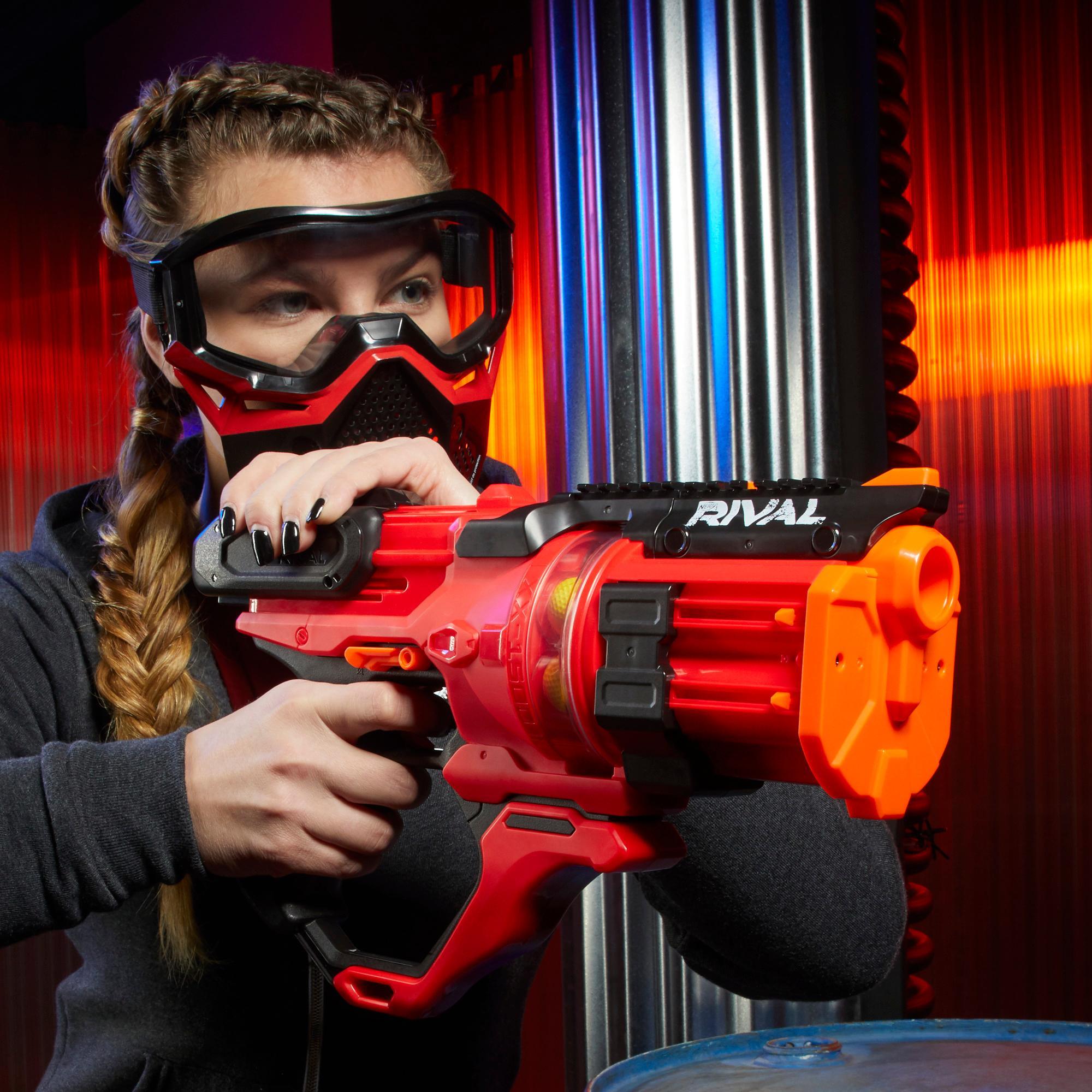 Lanzador rojo Nerf Rival Roundhouse XX-1500 -- Cámara giratoria transparente -- 5 Cargadores integrados -- 15 proyectiles de espuma Nerf Rival