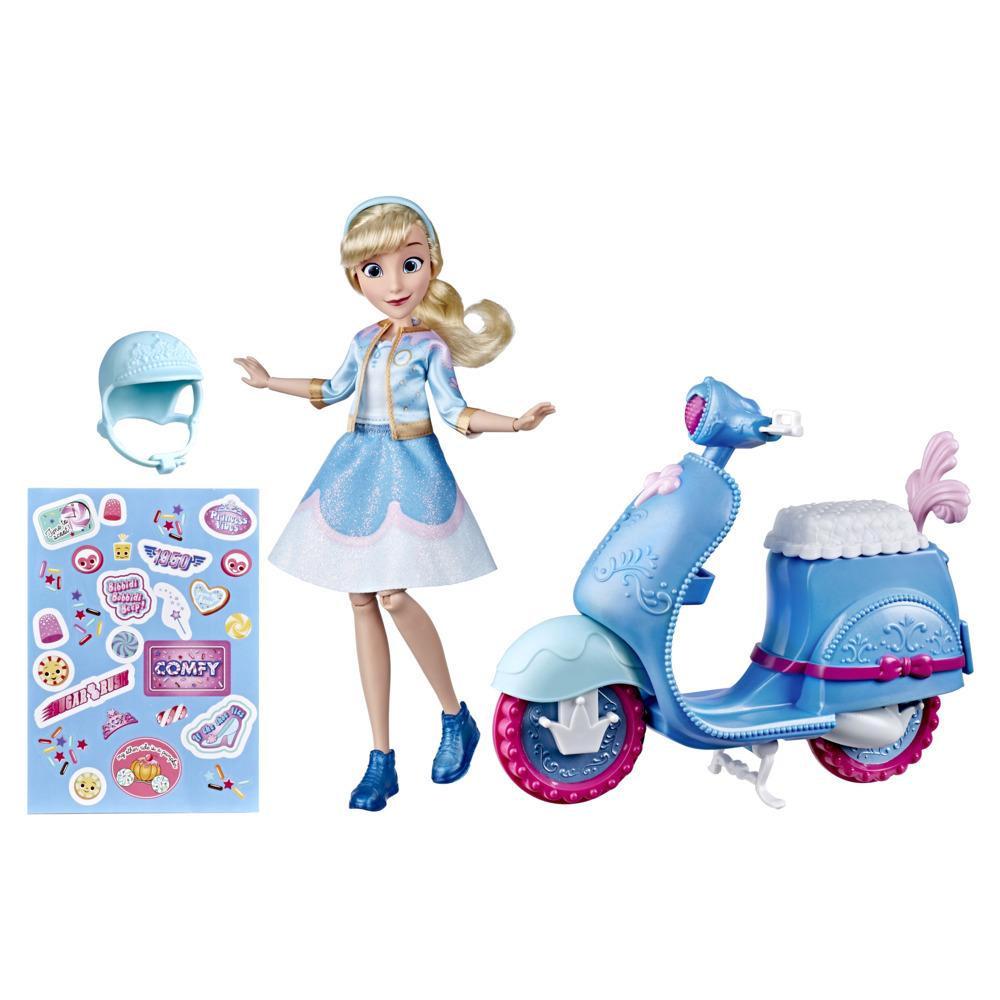 Disney Princess Comfy Squad Cinderella's Sweet Scooter – muotinukke sekä skootteri – kohderyhmä yli 5-vuotiaat tytöt