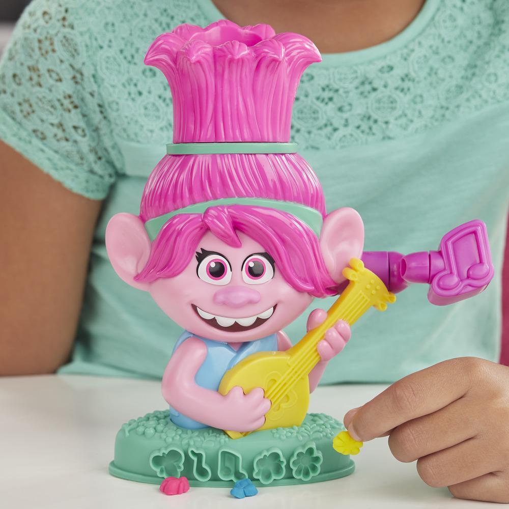 Play-Doh Trolls World Tour Rainbow Hair Poppy -kampauspää ja 6 myrkytöntä Play-Doh-väriä