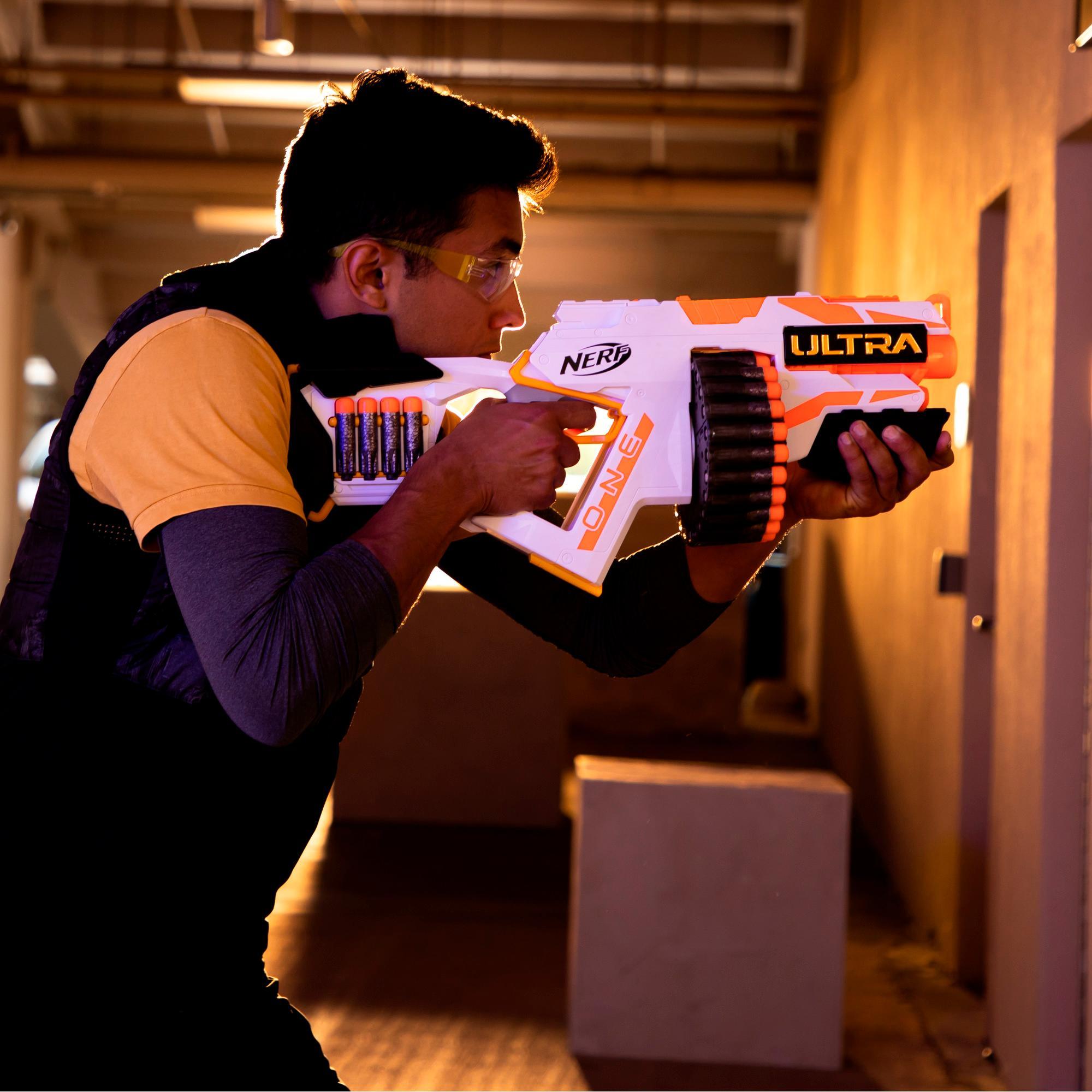 Moottoroitu Nerf Ultra One -blasteri – 25 Nerf Ultra -nuolta – Yhteensopiva vain Nerf Ultra One -nuolten kanssa