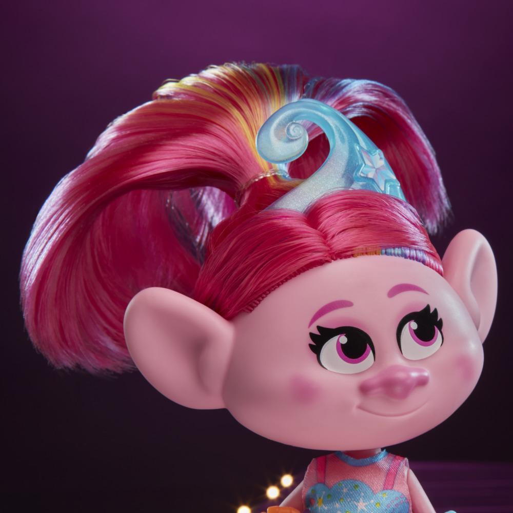 Trolls de DreamWorks, poupée Mannequin Mode Deluxe Poppy, avec robe et plus, du film Trolls 2 : Tournée mondiale, jouet pour enfants