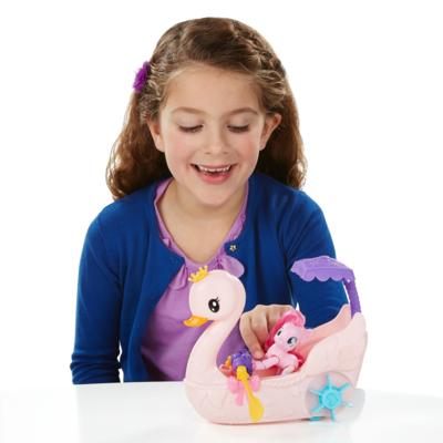 My Little Pony La magie de l'amitié - Jeu Promenade en bateau-cygne avec Pinkie Pie