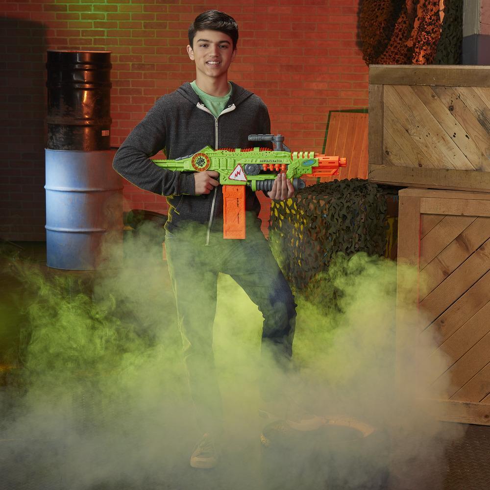 Foudroyeur jouet Revoltinator Nerf Zombie Strike motorisé avec sons et lumières et 18 fléchettes Nerf officielles pour les enfants, les ados et les adultes