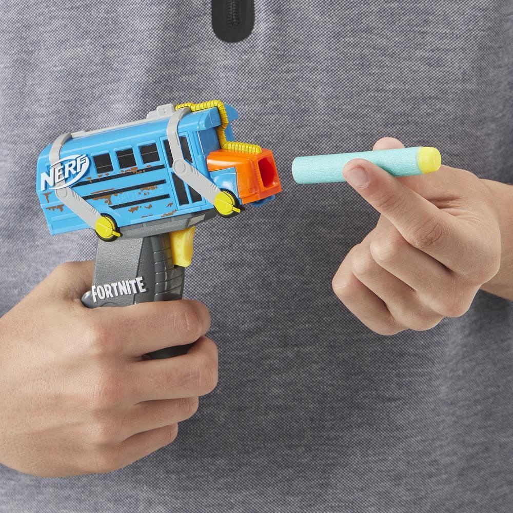 Nerf MicroShots Fortnite, Micro Battle Bus, mini blaster à fléchettes, 2 fléchettes Nerf Elite officielles