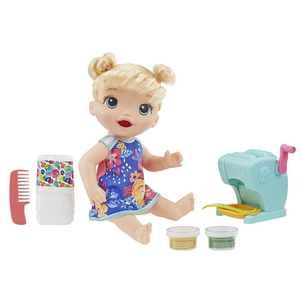 Bébé Régal de pâtes de Baby Alive : poupée de bébé qui mange et fait « caca », avec des accessoires incluant une machine à pâtes et de la nourriture réutilisable pour poupée; poupée pour filles et garçons de 3 ans et plus
