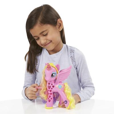 Hasbro  My little pony  My Little Pony Princesse Cadance Coeurs Lumineux