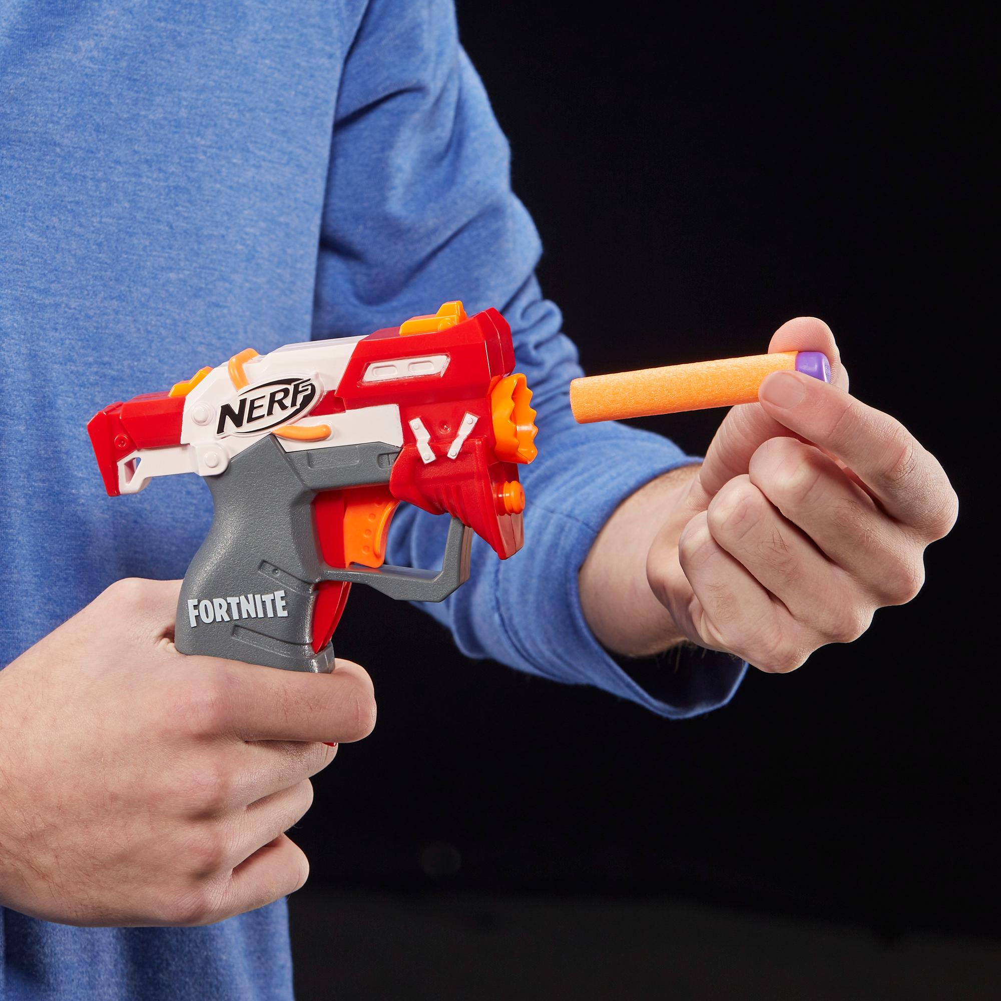 フォートナイト TS ナーフ マイクロショット ダーツ射撃 トイブラスターには2発のナーフ公式エリートダーツが付属。児童、青年、大人向け