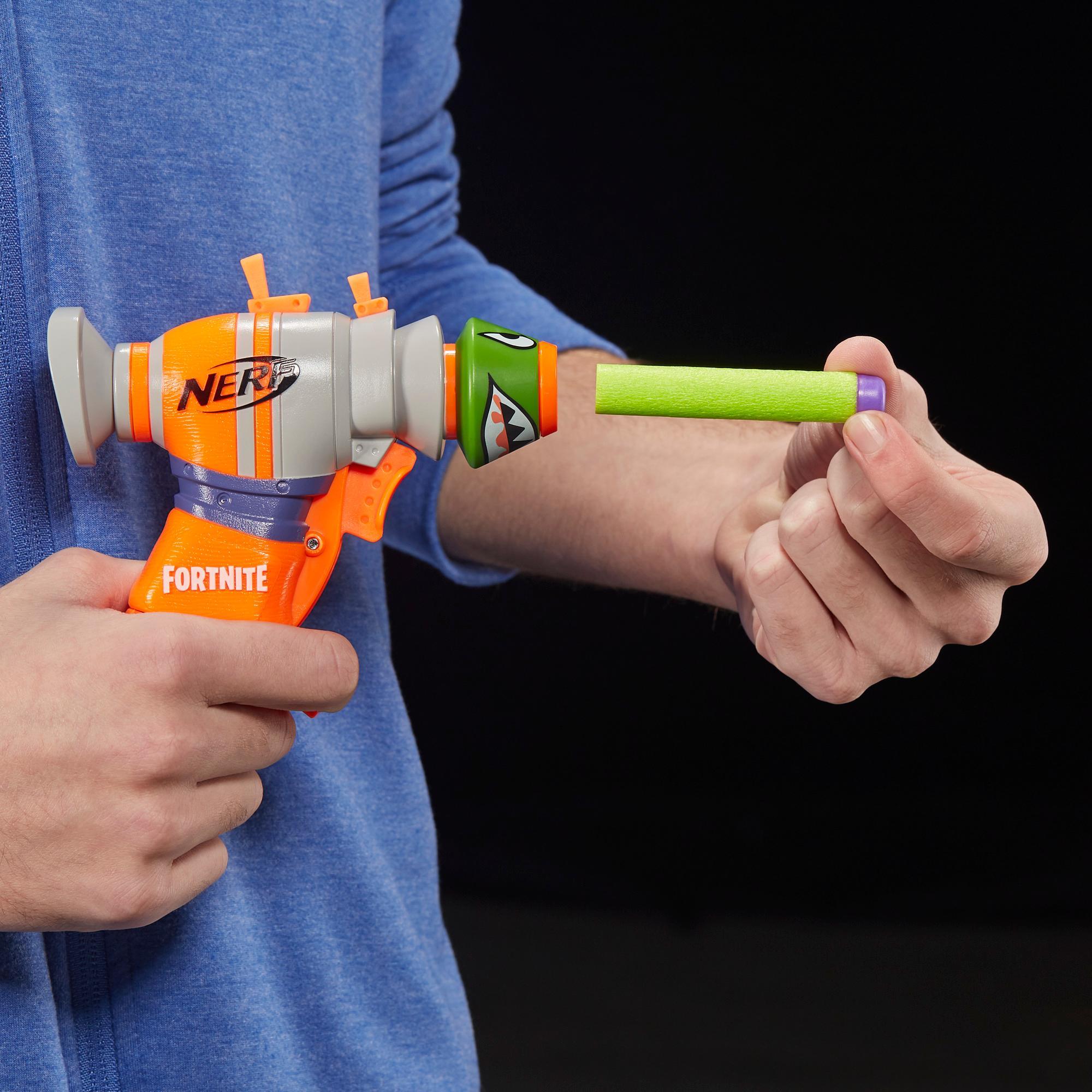 フォートナイト RL ナーフ マイクロショット ダーツ射撃 トイブラスターには2発のナーフ公式エリートダーツが付属。児童、青年、大人向け