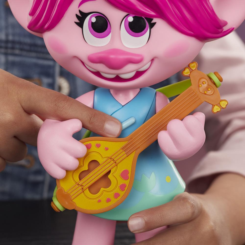 DreamWorks Trolls World Tour Pop-to-Rock Poppy zingende pop met 2 verschillende looks en sounds