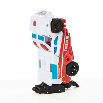 TRANSFORMERS GENERATIONS DELUXE  PROTECTOBOT FIRST AID
