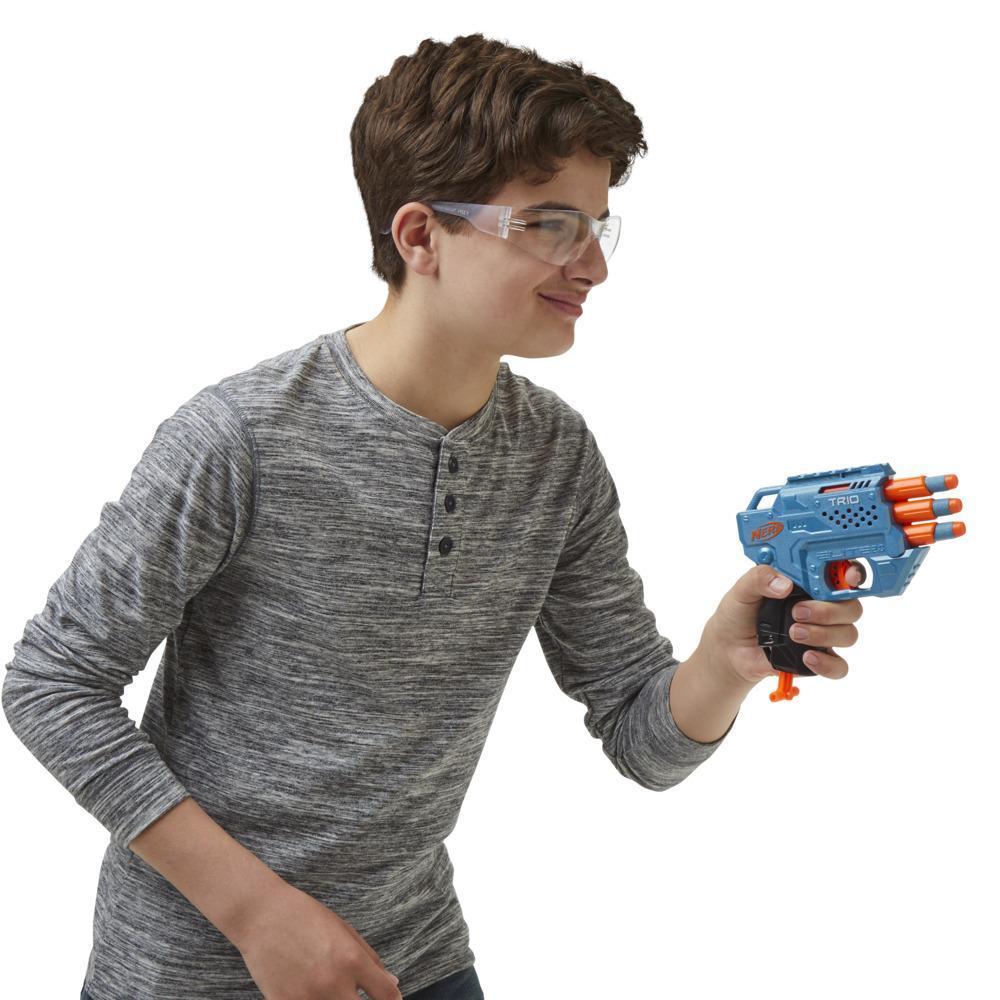 Wyrzutnia Nerf Elite 2.0 Trio SD-3, 6 oryginalnych strzałek Nerf, strzelanie z 3 luf, szyna na akcesoria dająca możliwość dostosowania