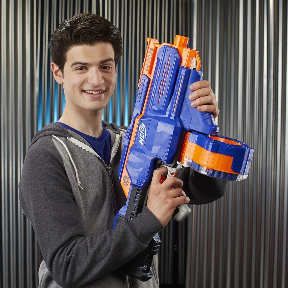 Lançador de brinquedo motorizado Infinus Nerf N-Strike Elite com tecnologia de recarregamento rápido, tambor para 30 dardos e 30 dados oficiais Nerf Elite para crianças, adolescentes e adultos.
