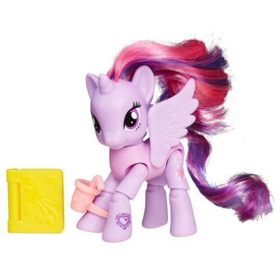 Мой маленький пони: Дружба - это чудо! Фигурка принцессы Сумеречной Искорки с книгой в кафе.