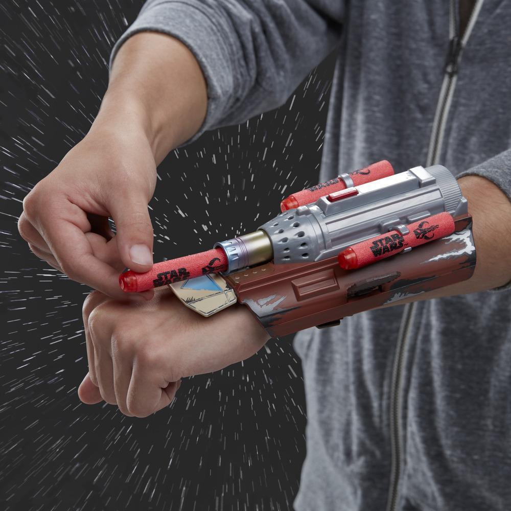 Star Wars NERF The Mandalorian Rocket Gauntlet, NERF-leksak som skjuter pilar för barns rollspel, Leksaker för barn över 5 år